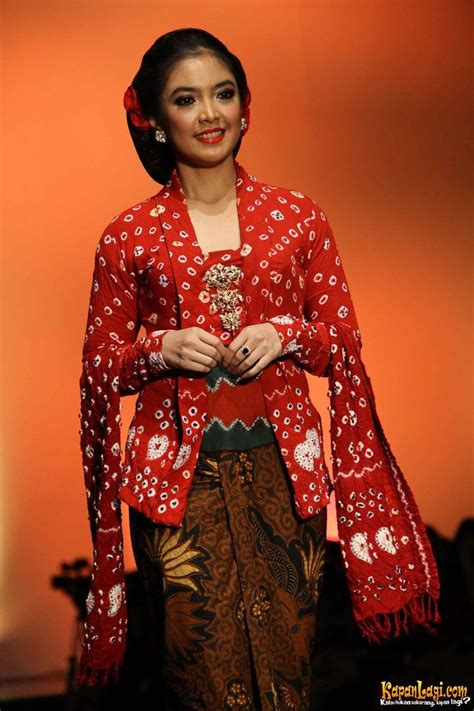Kebaya Modern Kutu Baru 2 1000 images about kebaya kutu baru on on canvas javanese and fashion weeks