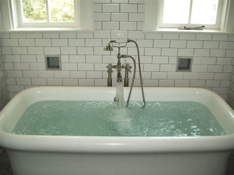 how many gallons of water fill a bathtub what uses more water shower or bath green apple