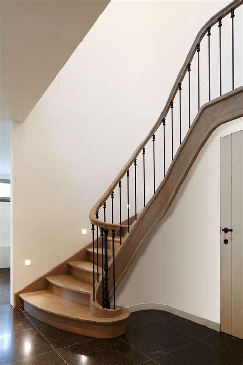 Karpet 2 X 3 2de keus eiken trap met verdreven treden en smeedijzer