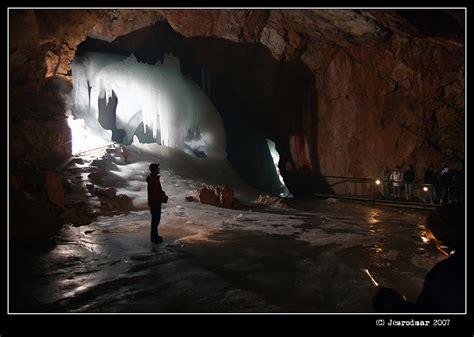 imagenes abstractas impresionantes impresionantes cuevas de hielo de werfen 5 fotos
