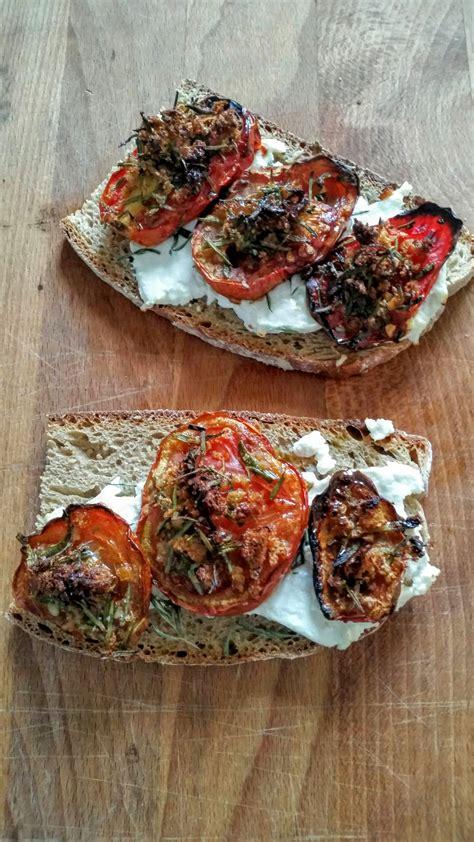tomates cuisin馥s crostini tomate r 244 ti et ch 232 vre blogs de cuisine