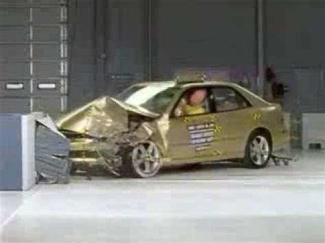 toyota altezza vs lexus is300 crash test 2002 2005 lexus is 300 toyota altezza