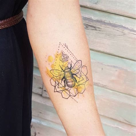 honeybee tattoo best 25 bee ideas on bee