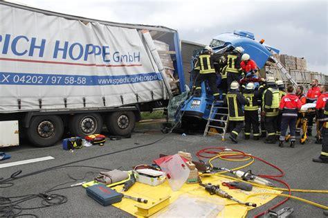 Motorradunfall Teile by Schwerer Lkw Unfall Auf Der A1 Bei Osnabr 252 Ck Hasepost De