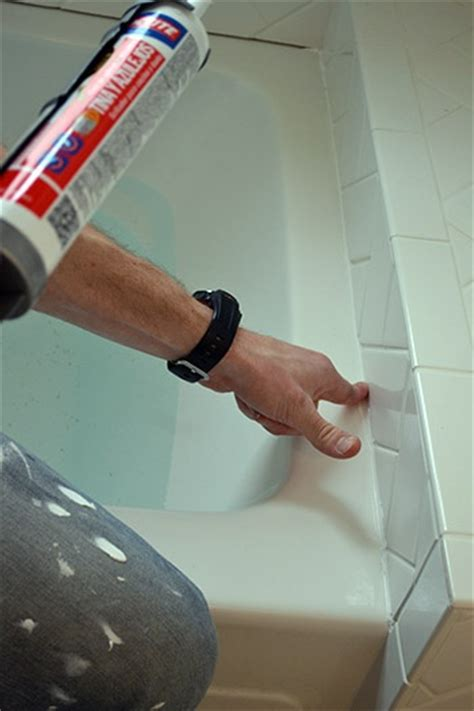 how to caulk a bathtub surround 17 best ideas about caulking tub on pinterest caulking tips straight lines and t line