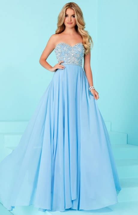 Simple Dresses For Winter Formal