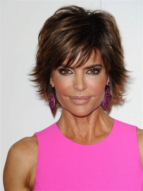 lisa rinna tutorial for her hair lisa rinna sweeps on pretty pale lipstick news and pics