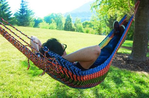 Tying A Hammock To A Tree - 14 paracord hammock designs patterns patterns hub
