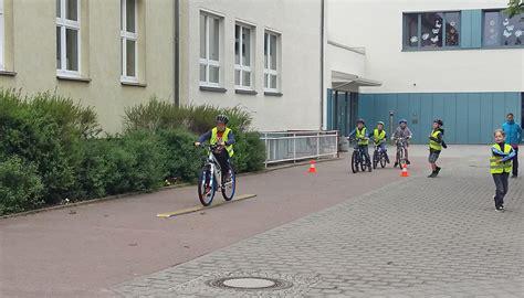 Aufkleber Verkehrssicheres Fahrrad by Projektwoche Der Dritten Klassen Fahrzeuge Fr 252 Her Und