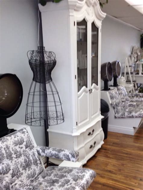 Salon Shabby Chic by A Clean Shabby Chic Salon With A Warm Welcome And