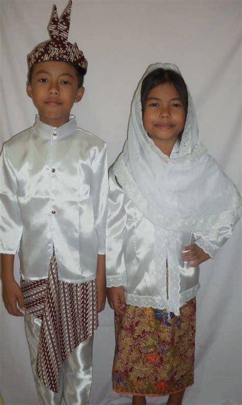 Baju Adat Jawa Timur Anak2 gambar 34 pakaian adat indonesia gambar nama tabel penjelasannya riau baju di rebanas rebanas