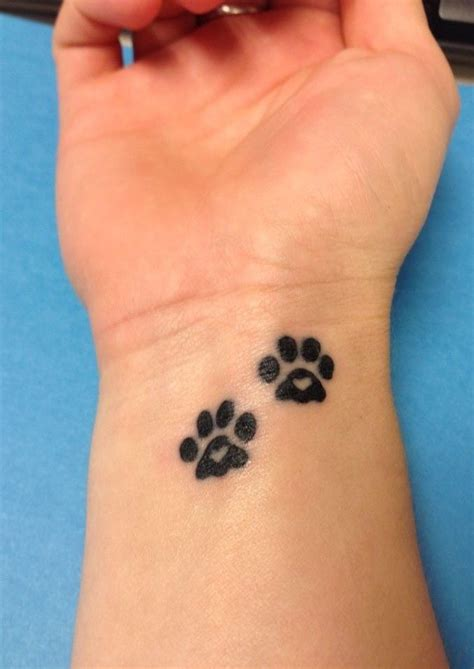 dog bone tattoo designs de 25 b 228 sta id 233 erna om paw prints bara p 229