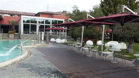 ombrelloni per terrazze ombrelloni retrattili ombrelloni per giardini terrazze