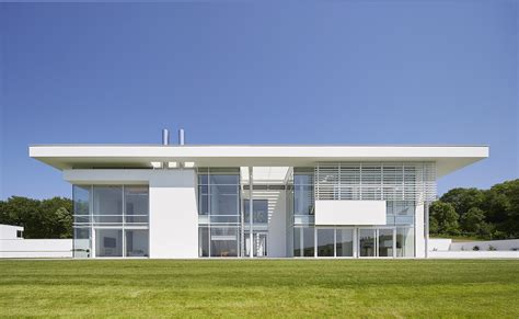 Richard Meier?s very big house in the country   Building