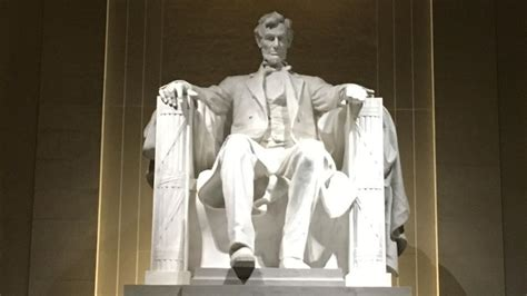 lincoln memorial lincoln memorial in washington defaced with expletive
