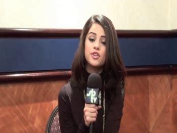 tv celebs forum selena gomez no bra pokies at tv interview 95caps celebs