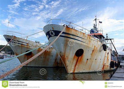 imagenes de barcos oxidados barcos de pesca viejos foto de archivo imagen de