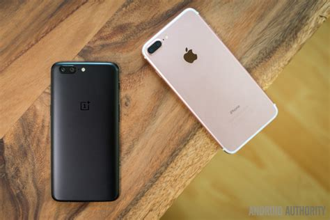 oneplus 5 vs apple iphone 7 plus look android