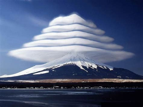 extraordinary lenticular clouds in japan aviation