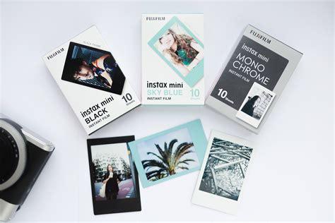 Fujifilm Instax Mini Sky Blue 10 Lembar Kamera fujifilm instax mini set of 30 sheets instax black frame 10 instax sky blue