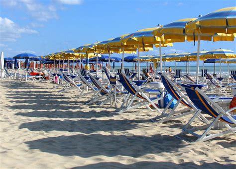 ufficio turismo pesaro pu24 it bufala terrorismo in spiaggia carloni quot dopo l