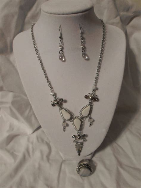 Handmade Jewelry Boutique - white necklace bracelet set