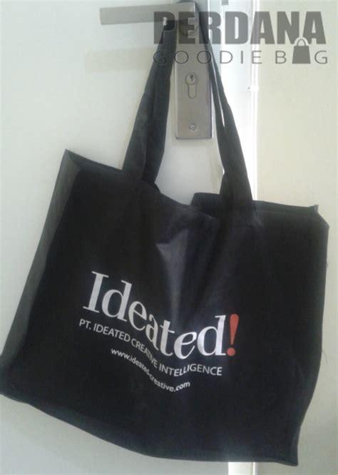 Kain Spunbond Hitam tas souvenir untuk promosi dan kawinan perdana goodie bag