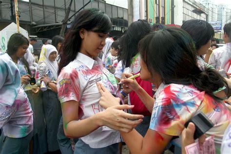 Cd Cewek Remaja Sd Dewasa mendikbud himbau pelajar corat coret seragam liputan 9