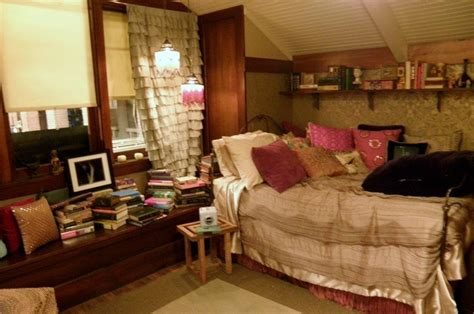 aria montgomery bedroom aria montgomery s bedroom from pretty little liars room