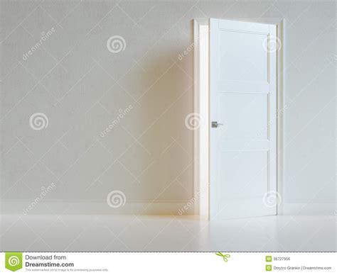 Closet Light Turns On When Door Opens Int 233 Rieur Vide De Pi 232 Ce Blanche Avec La Porte Ouverte Image Libre De Droits Image 36727956