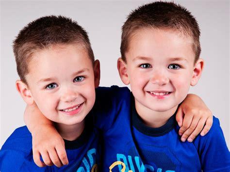 gemelli monozigoti diversi gemelli omozigoti chi sono e caratteristiche mamme