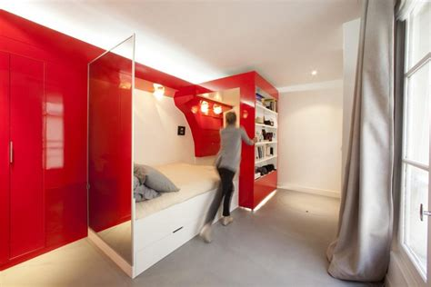 smart space saving bed hides a walk in closet underneath id 233 e am 233 nagement studio moderne en 15 id 233 es tendance