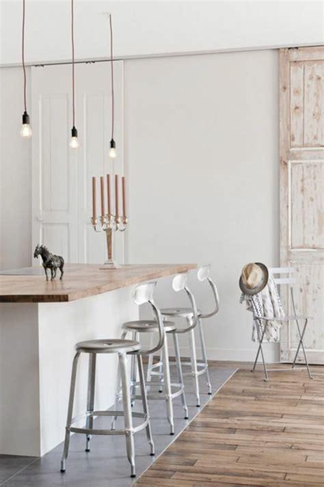 Beau Salle A Manger En Bois Gris #2: Bar-de-cuisine-avec-chaises-de-cuisine-en-fer-gris-sol-en-parquet-clair-luminaire-leroy-merlin.jpg