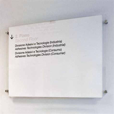 targhe per ufficio targhe ufficio plexiglass 50x70 con distanziali laterali