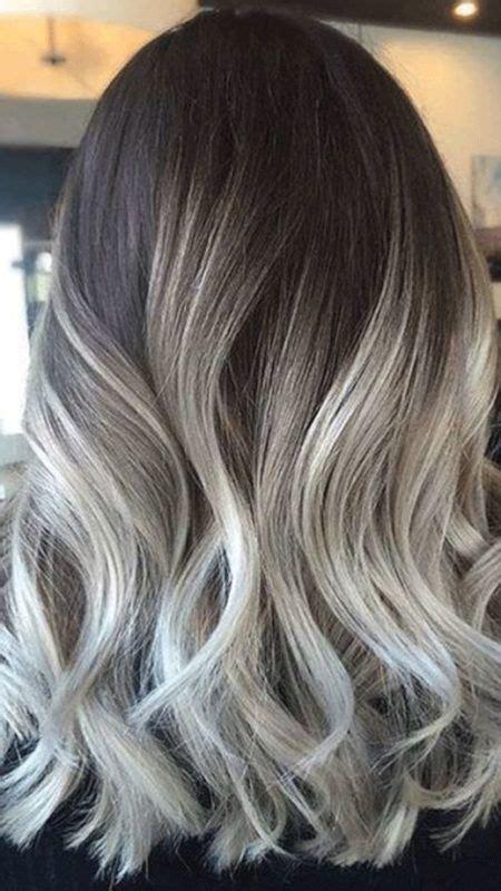 cheveux chatain meche grise coloration des cheveux moderne cheveux gris sur chatain coloration des cheveux moderne
