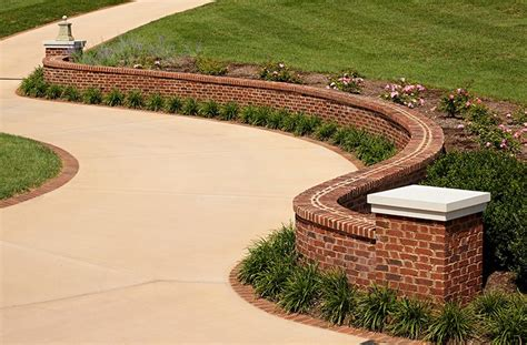 Retaining Wall Coping This Beautiful Serpentine Brick Wall Features A Flemish