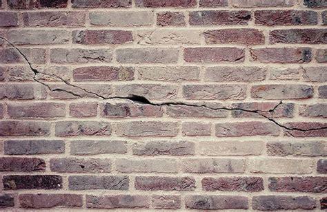 Merk Cat Tembok Tanpa Plamir cara mengatasi tembok retak rambut dan tembus carabuas