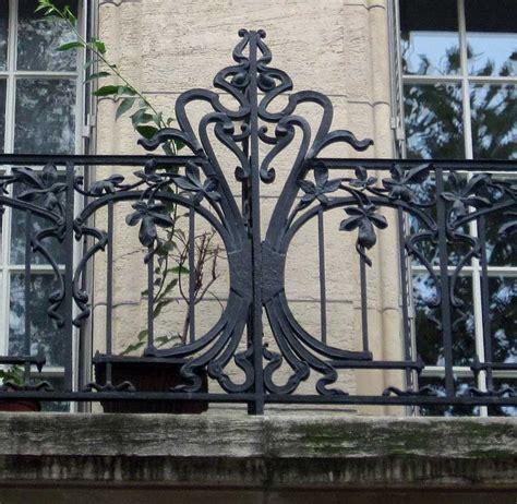 aménager un petit balcon en ville 3054 cevelle meuble salle de bain vitrine