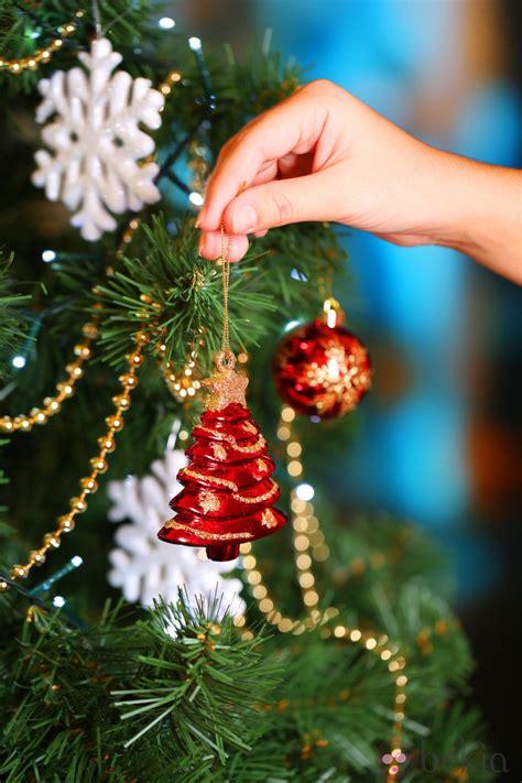 193 rbol de navidad decorado con figuras de 225 rboles de