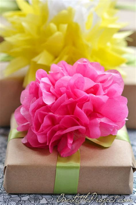 Beautiful Flower Tissue Paper gift wrapping with tissue paper flowers
