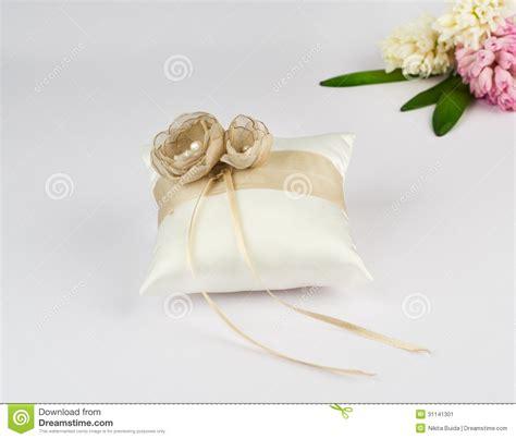 cuscino per le fedi nuziali bello cuscino per le fedi nuziali immagine stock