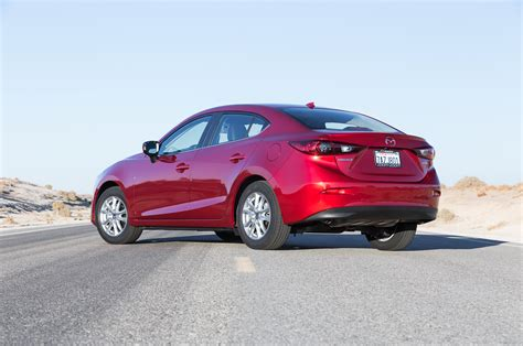 2014 mazda3 rear three quarters photo 4
