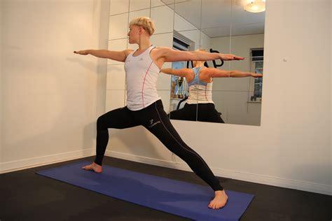 bli bli yoga bli en b 228 ttre l 246 pare med yoga runacademy
