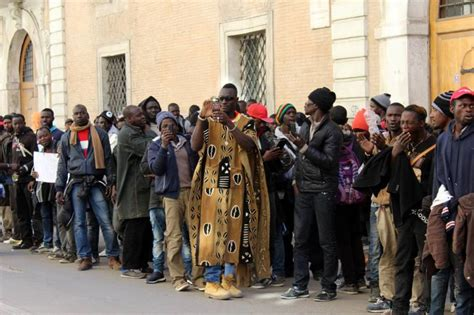 nuovo permesso di soggiorno permessi di soggiorno in calo 5 185mila 171 nuovi italiani 187