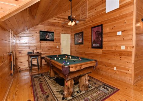 Chalets In Pigeon Forge Tn by Pigeon Forge Cabins Fitzgerald S Shamrock Chalet