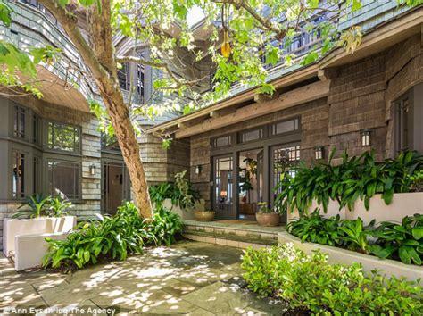 celebrity house rental celebrity homes steven spielberg puts his malibu mansion