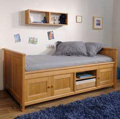 Tempat Tidur Minimalis Multifungsi 1000 ide tentang tempat tidur di bingkai