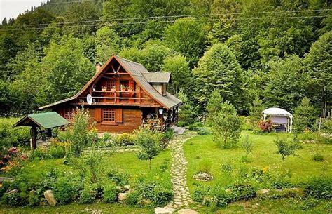 Chalet Style House by Une Magnifique Maison En Roumanie Alliant Design