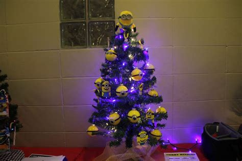 minion themed christmas tree minions pinterest trees