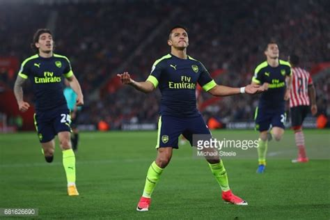alexis sanchez epl goals alexis s 225 nchez joins list of names to score 20 premier